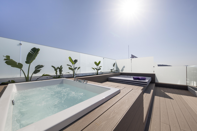 Jacuzzi rooftop suite instalaciones FERGUS Style Tobago