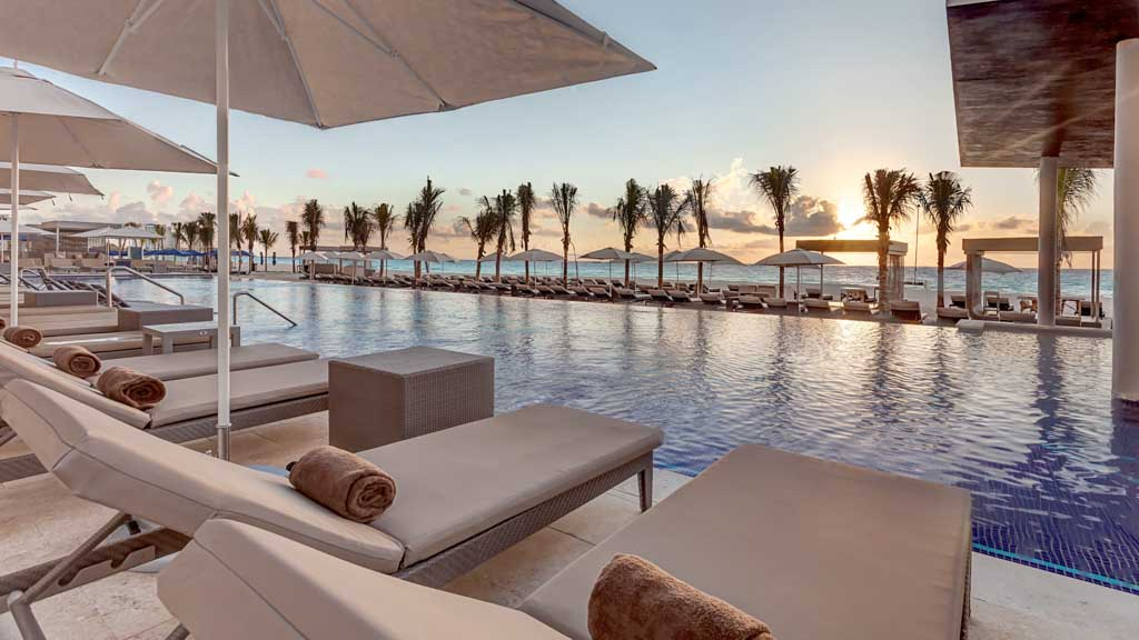 royalton suites cancun instalaciones piscinas